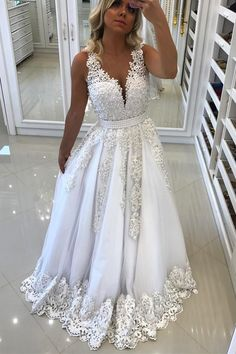 Elegant white lace chiffon prom gown wedding dress