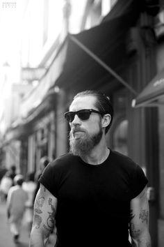 Black t shirt tattoo beard fashion streetstyle men New york.