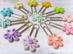 Step By Step Guide On How To Make Paper Quilling Flowers – Quilling Techniques Paper Quilling Tutorial, Paper Quilling Flowers, Paper Quilling Jewelry, Quilled Paper Art, Paper Quilling Designs, Quilling Patterns, Quilling Ideas, Arte Quilling, Quilling Paper Craft