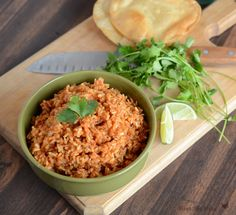 Super easy Spanish rice recipe made in the rice cooker! Easy Spanish Rice in the Rice Cooker Mexican Rice Recipes, Rice Recipes For Dinner, New Recipes, Cooking Recipes, Favorite Recipes, Healthy Recipes, Mexican Meals, Recipies, Best Spanish Rice Recipe