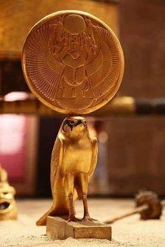 Horus - Tutankhamun treasury from ancient Egypt Egyptian Kings, Ancient Egyptian Art, Ancient Egypt History, Ancient Aliens, Ancient Greece, Objets Antiques, Empire Romain, Egypt Art, Egyptian Mythology