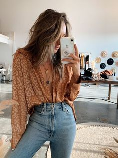 Gold Rush Leopard Blouse - Source by madeleine_burk - Look Fashion, Autumn Fashion, Chic Fashion Style, Modern Fashion Outfits, Rustic Fashion, Fall Hippie Fashion, Vintage Fashion Style, Autumn Aesthetic Fashion, Cali Fashion