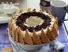 La Ciambella di biscotti con Nutella e Mascarpone è una torta fredda che non prevede cottura, adatta per le cene estive ed è veloce da preparare.