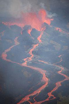 Volcanic eruption (Piton de la Fournaise - coulée 02 April 2007) | Photography by Franck_