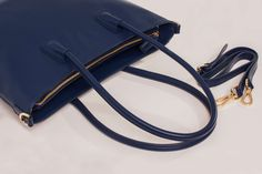 Handbags of simplicity made sophisticated by EBETH. Must-have items by Norwegian designer and entrepreneur Elisabeth Bratteberg. Want it at pre-sale epic price? Order it now at ebeth. Summer Handbags, Must Have Items, Nordic Style, Entrepreneur, Fashion Design, Summer Bags