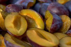 Szilva felhasználása – ennek a zamatos gyümölcsnek a felhasználása igazán sokoldalú a lekvártól, a pálinkán át a különböző süteményekig. Te ismered őket? Week Diet, Natural Health, Plum, Lose Weight, Weight Loss, Peach, Cooking, Food, Cellulite