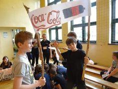 W szkole podstawowej w Rybniku odbył się konkurs wiedzy o zdrowym odżywianiu podsumowujący semestralne zadanie. A do niego przebrania, transparenty, wierszyki -przeczytajcie koniecznie - http://blogiceo.nq.pl/zsp11/2015/05/26/wiosenny-konkurs-zdrowo-jem-wszystko-wiem/