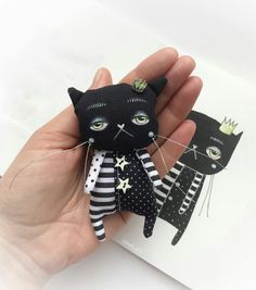 Amazing Home Sewing Crafts Ideas. Incredible Home Sewing Crafts Ideas. Tiny Dolls, Soft Dolls, Sewing Toys, Sewing Crafts, Fabric Animals, Cat Doll, Creation Couture, Doll Crafts, Soft Sculpture