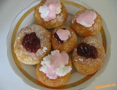 Fantastické šišky - mäkkučké aj na druhý deň (ak ostanú.) 1 kg polohrubej… Slovak Recipes, Russian Recipes, Doughnut, Holiday Recipes, Donuts, Food To Make, Sweet Tooth, Easy Meals, Muffin