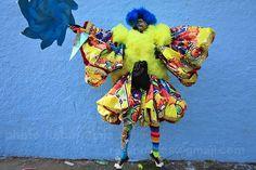 Marechal Hermes/RJ by Ratão Diniz, via Flickr Carnaval de rua, Bate bola, Clóvis, Carnaval Secreto, Brasil, Fantasias, Máscaras, Rio de Janeiro, RJ, Cultura Brasileira, Tradição, Tradicional, Brazilian Culture, Secret Carnival, Fogos, Saída da turma,