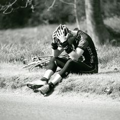 Bonking: Fuel yourself properly to avoid energy crashes during the + common open-water swim mistakes Cycling Tips, Road Cycling, Mens Highlights, Open Water Swimming, Heath And Fitness, Bike Run, Bike Trails, Mountain Biking, Touring