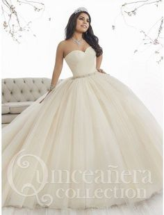 Make a grand entrance in a House of Wu Quinceanera Dress Style Number 26849 during your Sweet 15 party or any formal event. A beautiful strapless sweetheart ball gown has a gathered tulle bodice, drop Xv Dresses, Ball Dresses, Ball Gowns, Fashion Dresses, Prom Dresses, Sweet 16 Dresses, Pretty Dresses, Beautiful Dresses, White Quinceanera Dresses