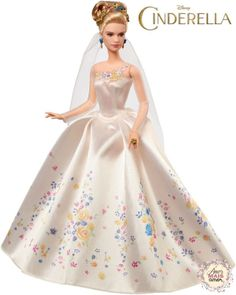 Para finalizar, não poderia deixar de compartilhar a Cinderella, que foi lançada este ano pela Mattel por conta do lançamento do filme. O vestido é simplesmente perfeito e cheio de detalhes! Olhem só: