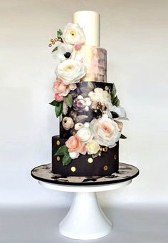20 Floral Print Wedding Cakes | SouthBound Bride http://www.southboundbride.com/floral-print-wedding-cakes  Credit: Hey there, Cupcake! via The Cake Blog