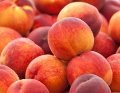 Staying hydrated is vital for overall health, especially during warmer months. Learn about the top 20 hydrating foods and their health benefits in this article. Peach Popsicles, Peach Sorbet, Peach Crisp, Hydrating Foods, How To Peel Peaches, Cucumber Benefits, Grilled Peaches, Healthy Summer Recipes, Peach Trees