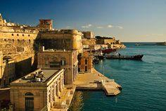 Málta minden szegletében csodálatos. Középkori épületek és végtelen kék tenger. Többre nincs is szükség :)
