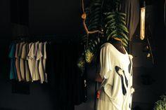 dois mil e quinze com energias renovadas, cortinas e lâmpadas novas e um janeiro de trabalhos minuciosos, feito à mão + o processo criativo da nova coleção borbulhando. tudo aqui:  http://heroina-alexandrelinhares.blogspot.com.br/2015/01/dois-mil-e-quinze.html