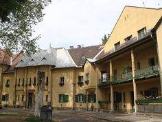 "Óbuda legjobban őrzött kincse: a ""kis Wekerle"". Heart Of Europe, Budapest Hungary, Amazing Architecture, Ancestry, 3, Places To Go, Mansions, House Styles, City"