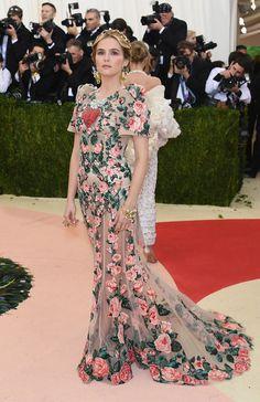 Met Gala 2016: Zoey Deutch Wearing Dolce & Gabbana.