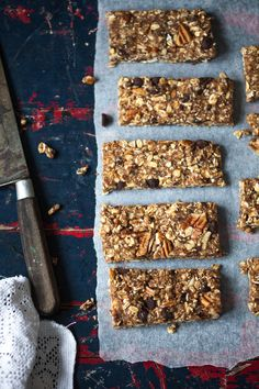 Pecan and Chocolate Granola Bars Healthy Recepies, Raw Food Recipes, Healthy Snacks, Dessert Healthy, Granola Barre, No Bake Granola Bars, Vegan Granola, Chocolate Granola, Biscuit Cake