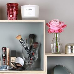 I need a nice new glass pot for my brushes - Glossy tip: Brushes should always take pride of place on your beauty shelf Mac Studio Fix Foundation, My Beauty, Hair Beauty, Beauty Junkie, Loose Powder, Mouths, Shelfie, Red Lipsticks, Brushes