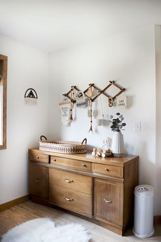 Modern and Vintage Boy's Nursery Reveal - Kinderzimmer, Vaisseliers Vintage, Vintage Boys, Vintage Modern, Vintage Nursery Boy, Antique Nursery, Changing Table Dresser, Changing Tables, Changing Room, Deco Kids