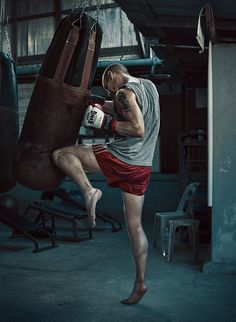 To check on how much progress you're making, you can try an AMRAP workout, whi… - Sport Photography Band Workout, Kickboxing Workout, Boxing Gym, Boxing Training, Kick Boxing, Fitness Photography, Sport Photography, Portrait Photography, Karate