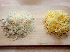 Mennyei Sajtszósz recept! Ez egy nagyon ízletes, selymes sajtszósz, amit sokféleképpen fel lehet használni. Én szoktam tálalni sült húsok mellé, párolt zöldséghez, vagy tésztákhoz. Rakott ételekhez is jól felhasználható, például fel lehet dobni vele egy egyszerű rakott burgonyát is.