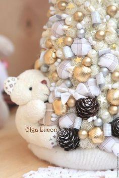 Купить или заказать Елочка 'Белый Мишка!' в интернет-магазине на Ярмарке Мастеров. Елочка 'Белый мишка!' Эксперимент с игрушкой в моей елочке! Высота мягкой пухнастой красавицы - 35 см, диаметр внизу - 15 см. У нас имеется бортик, колпак с вышивкой ручной работы, белый медведь, разные текстильные шарики, шишки, бусины, колокольчик, бантики, да и вообще много чего еще!! Эту елочку я повторять не буду!