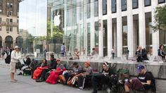 Customers waiting for the iphone 5 release