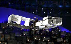 Vanderlei Cordeiro acende pira e abre Olimpíada em festa de beleza e alegria #globoesporte