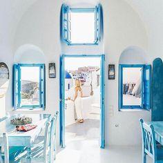 cave house in Santorini