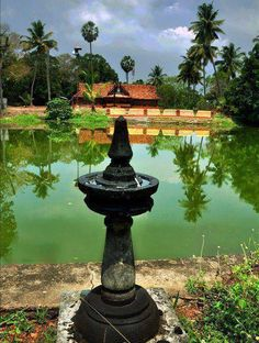 Most temples in Kerala have a sacred pond, or Theerthakkulam, outside the temple wall. Normally the pond is located on the North- East corner of the compound. The sacred water is used by devotees to wash their hands and feet before going into the temple . Kerala Travel, India Travel, Beautiful Places To Travel, Best Places To Travel, Nostalgia Photography, Stone Lamp, Kerala Houses, Amazing India, Vintage India