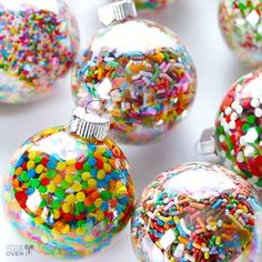 10 Handmade Ornaments to Hang on your tree.  Mix them with your traditional decorations for an extra special look.