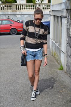 Isabel-marant-sweater-chanel-bag-topshop-shorts