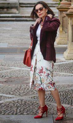 El capricho de marquez entre grana y carmesí 50 мода, стиль 50 и женская мода Mature Fashion, Fashion Over 40, Boho Outfits, Fashion Outfits, Womens Fashion, Fashion Advice, Fashion Clothes, Fashion Boots, Estilo Fashion