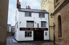 The Bear is the oldest pub in Oxford. Our tips for 25 fun things to do in England: http://www.europealacarte.co.uk/blog/2011/08/18/what-to-do-england/