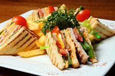 Club Sandwich σπιτικό. Το αγαπημένο σάντουιτς στο σπίτι σας! Costa Mesa Restaurants, Truffle Mac And Cheese, White Bean Hummus, The Kitchen Food Network, Greek Dishes, Lunches And Dinners, Street Food, Food Network Recipes, Diet
