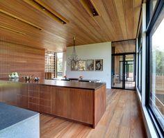 wood kitchen with large windows \\\ Mothersill by Bates Masi Architects