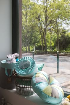 Showroom, Table Decorations, Blue, Furniture, Home Decor, Decoration Home, Room Decor, Home Furnishings, Home Interior Design
