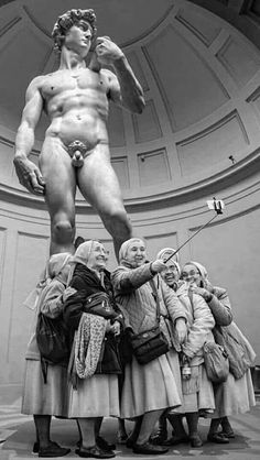 Photo Black, Black White Photos, Black And White Photography, Great Photos, Funny Photos, Old Photos, We Are The World, Cultural, Michelangelo
