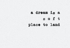I sogni ad occhi aperti che ti fanno sorridere da sola (facendoti passare per una persona strana).