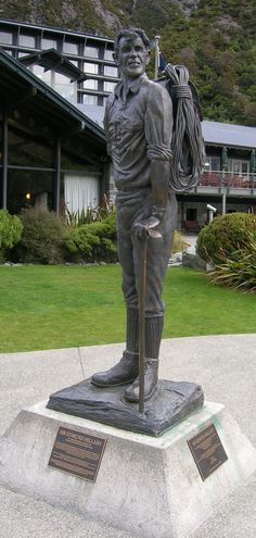 Statue of Sir Edmund Hillary at Mount Cook Village - NZ