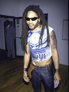 Lenny Kravitz in the '90s Mens Crop Top, Top Street Style, Lenny Kravitz, Types Of Girls, Shirtless Men, Teen Vogue, Crop Shirt, Men Looks, Black Men