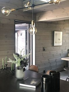 Gemütliches Ferienhaus in Sogndal Vyrk Cabin Kitchens, Hanging Canvas, Black Kitchens, Living Room Inspiration, Most Beautiful Pictures, Layout, Ceiling Lights, Gallery Wall, Interior Design