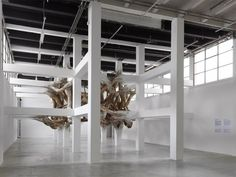 Henrique Oliveira - Baitogogo - Installazione vegetale al Palais de Tokyo a Parigi