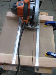 Woodworking Circular Saw Crawls Backward (When Alarmed): Dancin' the Crosscut Circular Saw Jig Circular Saw Table, Circular Saw Jig, Circular Saw Reviews, Best Circular Saw, Wood Tools, Diy Tools, Woodworking Jigs, Woodworking Projects, Serra Circular