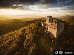 "Odfotené tzv ""Na pána""  #praveslovenske od @_hesko   #slovensko #tematin #castle #hills #trees #forest #history"