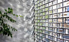 Glass brick detail at Hiroshi Nakamura's, Optical Glass House in Hiroshima Japan Architecture, Brick Architecture, Residential Architecture, Architecture Details, Screen Design, Facade Design, House Design, Glass Blocks Wall, Casa Loft