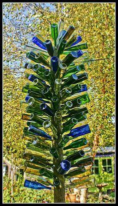 Blue and green Bottle Tree Wine Tree, Wine Bottle Trees, Empty Wine Bottles, Wine Bottle Art, Diy Bottle, Blue Bottle, Recycled Bottles, Soda Bottles, Bottle Lights